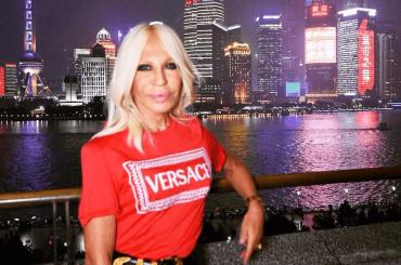 Versace, Donatella vende – affare da quasi 2 miliardi di dollari