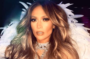 Jennifer Lopez cade sul palco di Las Vegas, il video