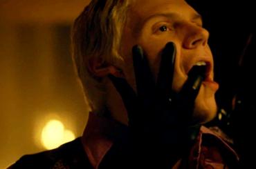 American Horror Story: Apocalypse, Evan Peters 'passivo' con Rubber Man – le gif