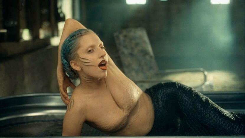 Lady-Gaga-Yüyi-Mermaid