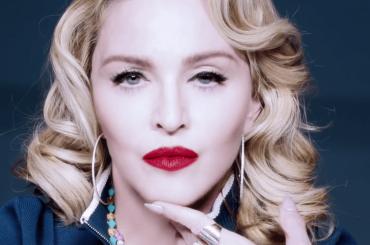 Madonna, il nuovo lunghissimo spot per il rullo di bellezza da 200 dollari – video