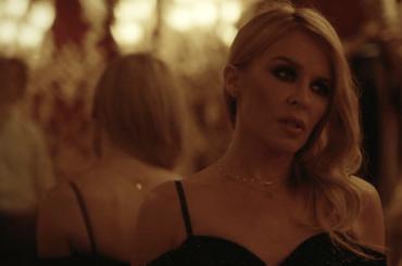 Kylie Minogue e Jack Savoretti, il video ufficiale girato nella Fenice di Venezia per Music's Too Sad Without You