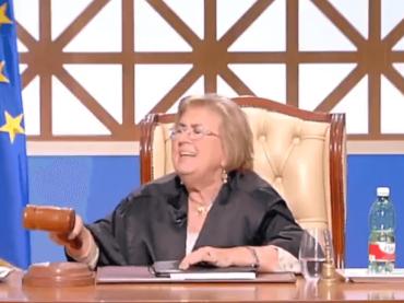 Forum, è rissa tra la giudice  Melita Cavallo e un'imputata – video