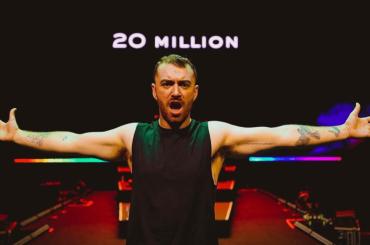 Sam Smith festeggia i 20 milioni di dischi venduti