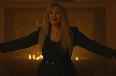 American Horror Story: Apocalypse, cameo con iconica esibizione per Stevie Nicks – video