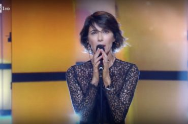 Giorgia, (esilarante) medley live dei suoi pezzi sanremesi – video