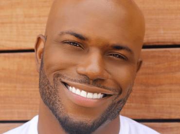 Milan Christopher, è pitone social per l'hip-hop star gay – il video
