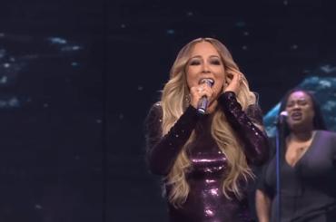 "Mariah Carey, LIVE cinese con ""Emotions"" e ""Hero"" – video"