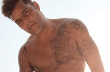 Ricky Martin in costume su Instagram, la foto del buongiorno