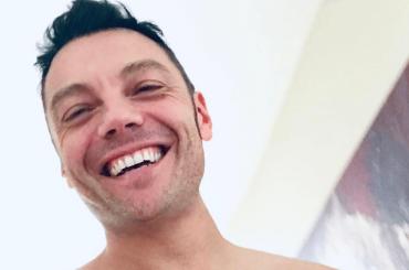 Tiziano Ferro a petto nudo, la foto Instagram