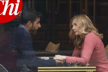 Lorella Cuccarini paparazzata con un uomo misterioso (ma sarebbe un fan diventato suo amico)