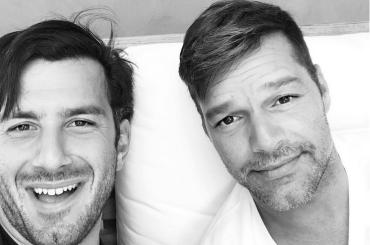 Ricky Martin, splendido ritratto di famiglia con marito e figli – la foto social