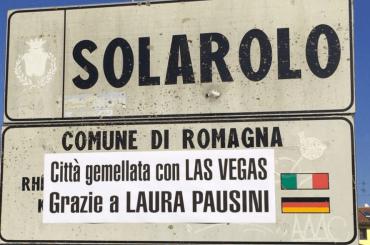Solarolo festeggia il Latin Grammy di Laura Pausini con un 'gemellaggio' con Las Vegas – foto