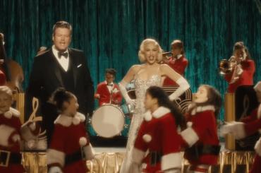 Gwen Stefani, nuovo video natalizio – ecco You Make It Feel Like Christmas ft. Blake Shelton