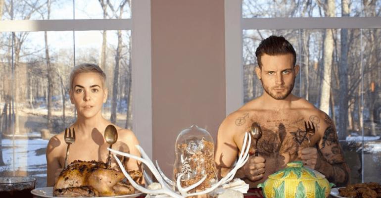 Nico Tortorella nudo per il giorno del Ringraziamento, la foto social