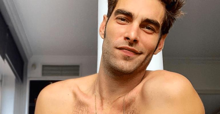Jon Kortajarena festeggia in mutande il titolo di 'uomo dell'anno' per GQ Spagna – foto social