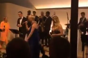 Sia, Katy Perry e Ellie Goulding cantano INSIEME al matrimonio di un amico – video