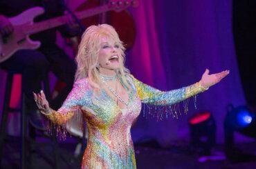 Dolly Parton, 'sono entuasiasta del mondo drag, sono stravaganti proprio come me'