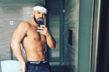 Drake, sexy selfie dal bagno