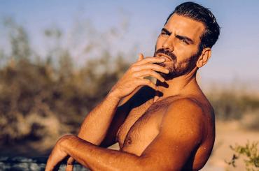 Nyle DiMarco, costumino in spiaggia – la foto social