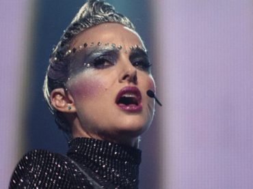 Vox Lux, Natalie Portman canta Wrapped Up (di Sia) – video ufficiale