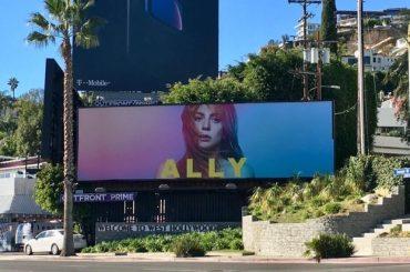 Hollywood, spunta un cartellone di Lady Gaga – Ally Maine a pochi giorni dai Golden Globe – foto