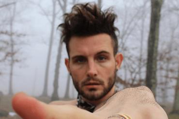 Nico Tortorella, primo nudo social del 2019 – la foto