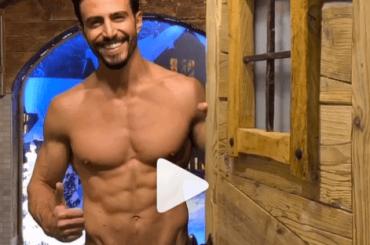 Marco Ferri in mutande, i saluti social al panettone – video