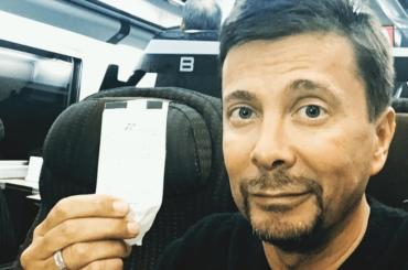 Riccardo Signoretti ha il biglietto di un treno ma ne prende un altro, lo multano e ce vole pure avè ragione