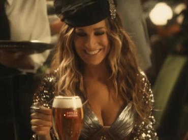 Sarah Jessica Parker torna Carrie Bradshaw, ecco lo spot per il Super Bowl – video