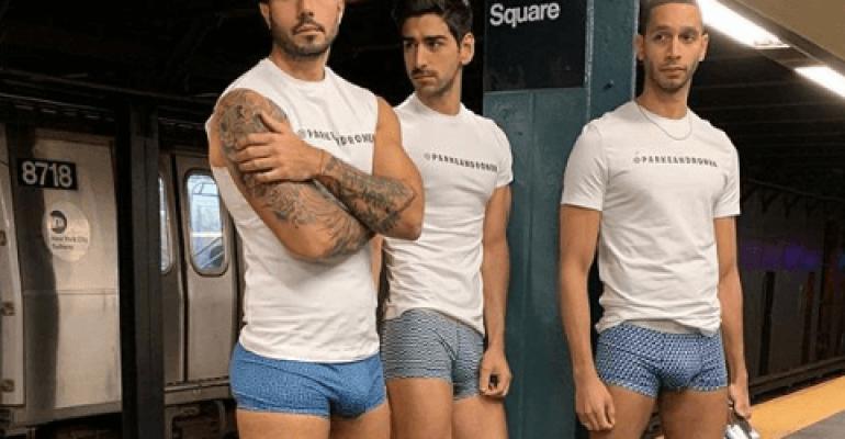Tutti in mutande in metro, le foto social dagli States