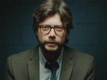 La casa di Carta, Álvaro Morte nudo in 'El Embarcadero' – la gif