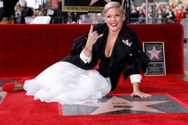 Pink celebrata con una stella sulla Hollywood Walk of Fame: 'mi sembra di sognare'