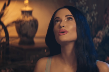 Ranibow, inno LGBT per Kacey Musgraves – il video ufficiale