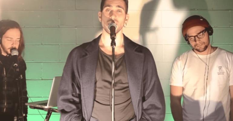 Mahmood canta The Sound of Silence, il video dal 2016
