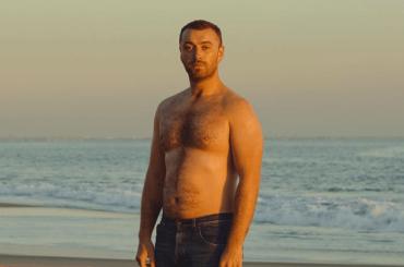 Sam Smith, prima foto senza t-shirt: 'basta complessi del cazzo'