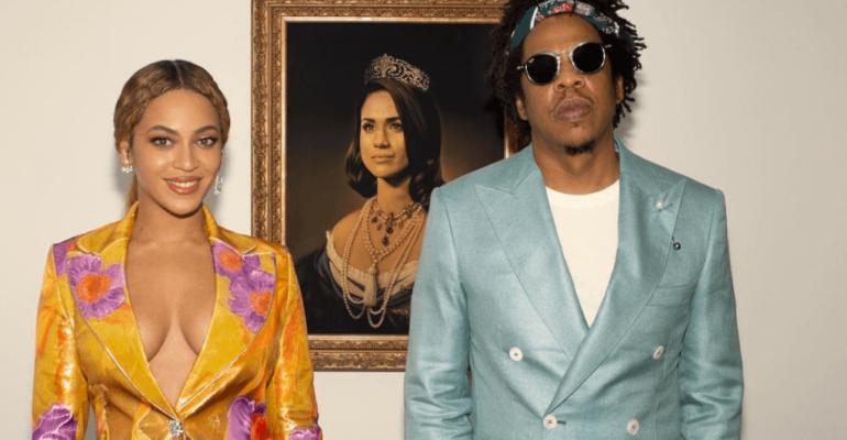 Brit Awards 2019, Beyoncé e JAY-Z celebrano l'assurdo premio davanti ad un dipinto di Meghan Markle – video e foto