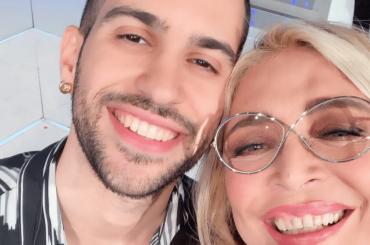 Mara Venier pazza di Mahmood a Domenica In: un selfie da record