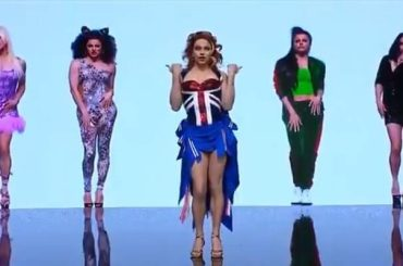 Courtney Act omaggia le Spice Girls a 'Dancing with the Stars Australia'  – VIDEO