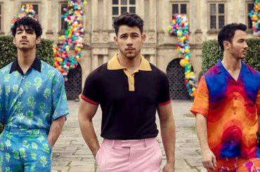 SUCKER, la copertina del ritorno dei Jonas Brothers e Carpool Karaoke (domani il singolo)