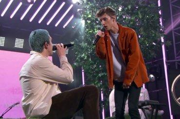 Lauv & Troye Sivan, primo live tv con  'i'm so tired' – VIDEO