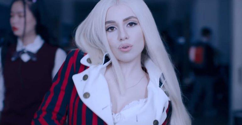 """Ava Max torna con """"So Am I"""", il video ufficiale"""