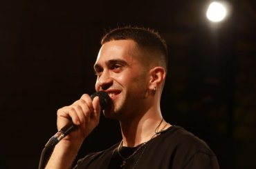 Mahmood in concerto per Radio2 Live, il video per intero