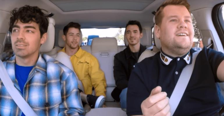 Jonas Brothers, Carpool Karaoke con James Corden e primo live di Sucker – il video