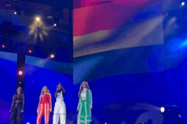 Little Mix a DUBAI, live di  Secret Love Song con la bandiera rainbow – video