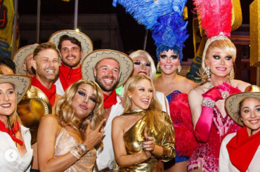 Mardi Gras 2019, concerto a sorpresa per Kylie Minogue che balla con le drag queen – video