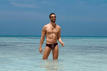 Alex Belli nudo social, le foto