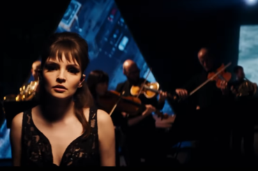 Chvrches boom con la BBC Scottish Symphony Orchestra – il pazzesco live di Miracle, video