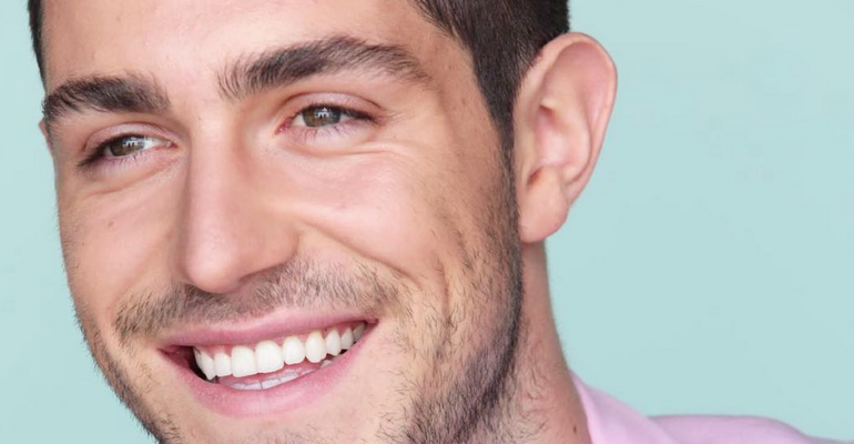Tommaso Zorzi, mamma lo attacca sui social: 'hai fatto diventare GAY mio figlio'