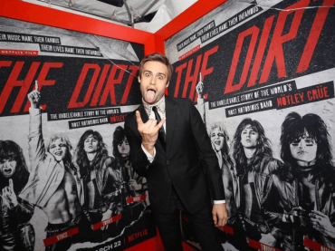 The  Dirt su Netflix, Douglas Booth nudo – foto e gif